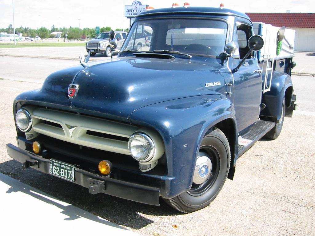 1953 FORD PICKUP - Greater Dakota Classics